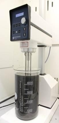 Cinco litros de grafeno suspendido en una licuadora industrial. Créditos: CRANN.