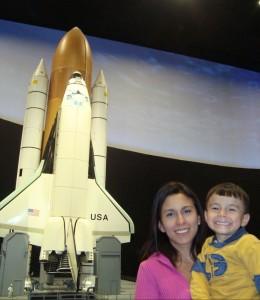Ana y su hijo André en la NASA
