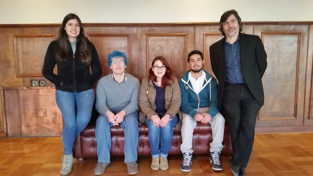 """El equipo de ParticuLab en IFValparaíso junto a Karina de Star Tres el día de la grabación de """"Granito de Arena"""""""
